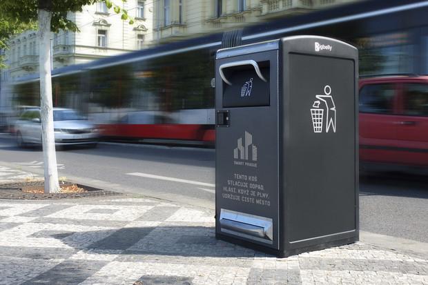 Chytré solární koše se v Praze osvědčily, ukáží se v dalších lokalitách