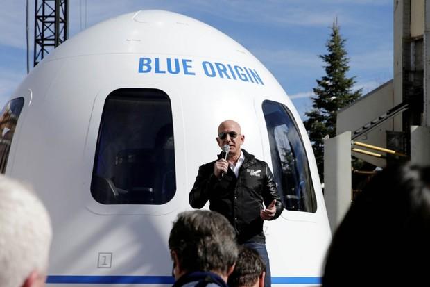 V červenci poletí raketa New Shepard s lidmi do vesmíru