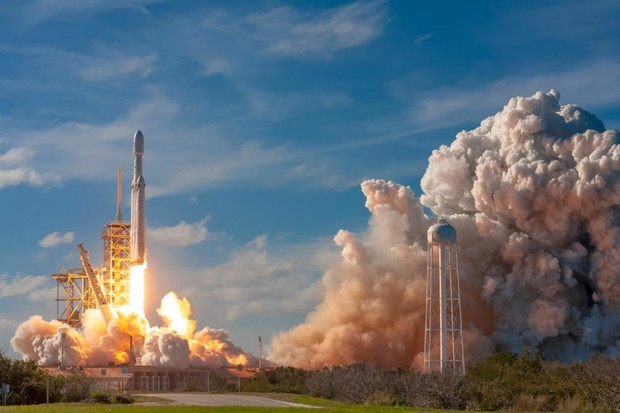 SpaceX se začíná připravovat na testy nejvýkonnější rakety všech dob