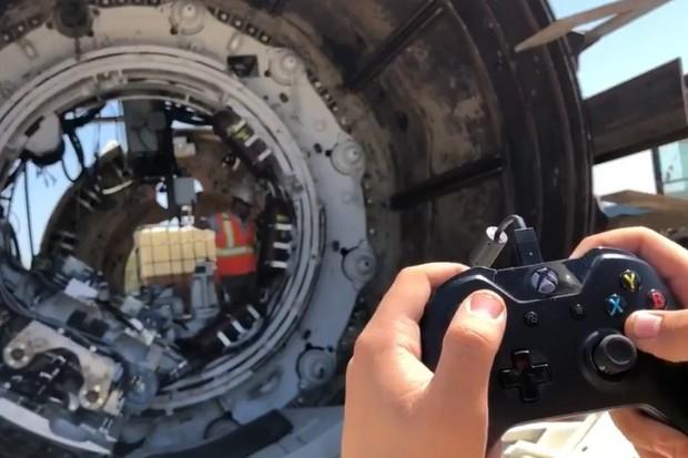 Podívejte se, jak Elon Musk ovládá obří vrták jako videohru