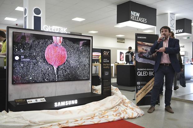 Alza jako první v ČR nabízí 8K QLED televizor Samsung. Je už k vidění v showroomu