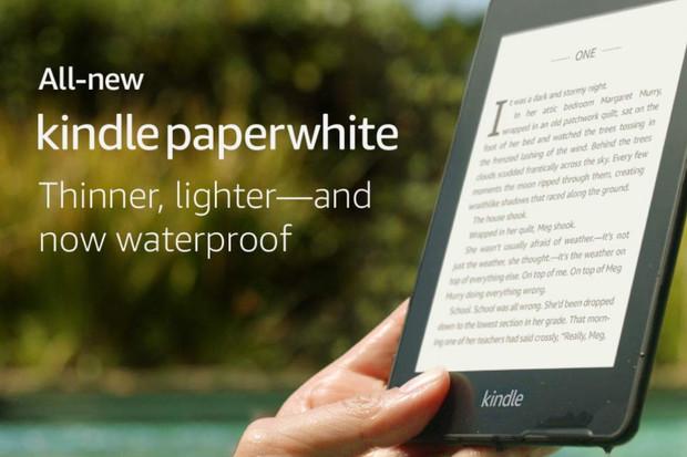 Se čtečkou Kindle Paperwhite se můžete ponořit nejen do světa knih, ale i do vody