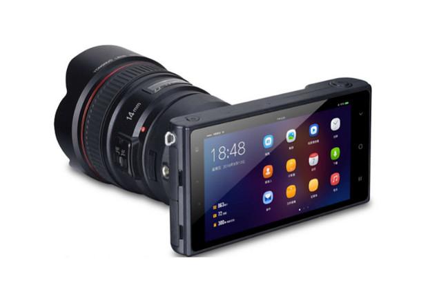 Toužíte po zrcadlovce s Androidem a podporou objektivů? Yongnuo YN450 obojí splňuje