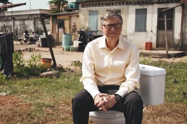 """Bill Gates o toaletách a odpadních systémech. Chystá se """"záchodová"""" revoluce?"""