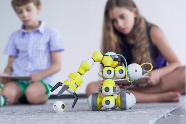 Chcete mít z dětí malé génie? Robot Mabot může být ideálním vánočním dárkem