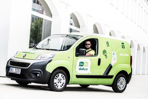 Český startup DoDo šlape do pedálů! Po dvou letech má již 300 kurýrů a 140 aut