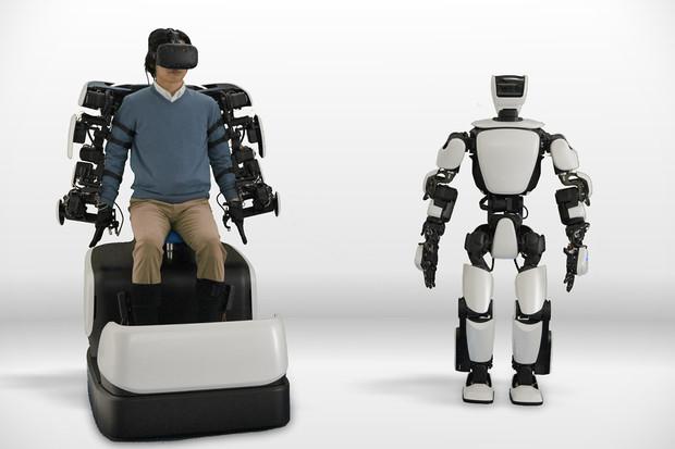 Toyota umí ovládat robota ze vzdálenosti 10 kilometrů. Díky mobilním sítím 5G