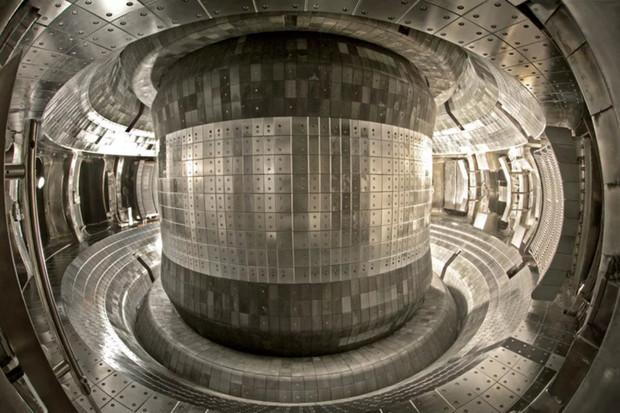 Fúzní reaktor z Číny sedminásobně překonal teplotu Slunce. Dosáhl 100 000 000 °C