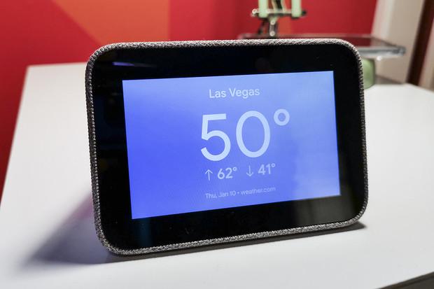 Buzení je pro Lenovo Smart Clock hračkou. Mnohem raději si s vámi ale bude povídat