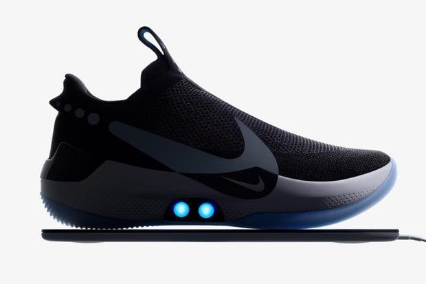 Nike Adapt BB jsou tenisky, které si utáhnete prostřednictvím mobilu