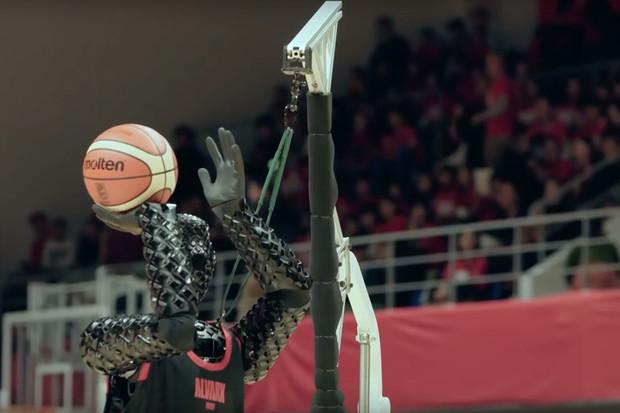 Toyota má robota, který chce konkurovat profesionálním hráčům NBA