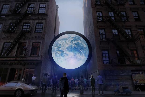Obrdisplej blu Marble přenáší obraz z vesmíru. Připomíná křehkost lidského bytí