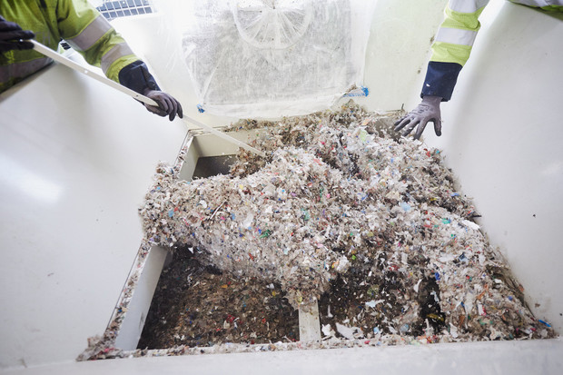 Společnost OMV přeměňuje plasty v ropu. Jak moc je systém efektivní?