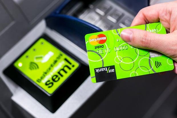 Air Bank umožňuje placení mobilem ihned po zažádání o platební kartu