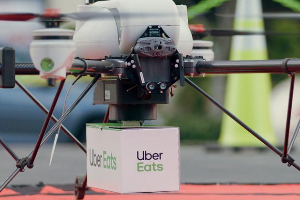 Uber testuje doručování jídla dronem. Brzy se dočká více měst