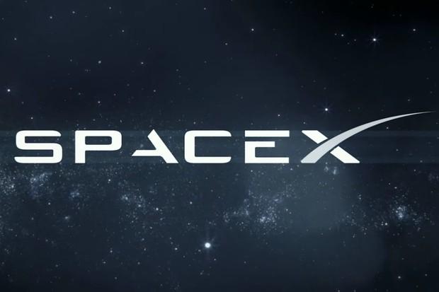 Falcon Heavy vynesl do vesmíru 24 družic. Neobešlo se to ale bez problémů