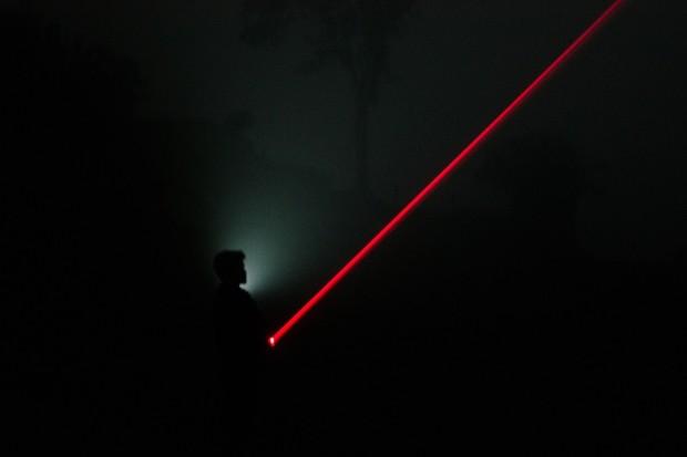 Pentagon má laser, který umí identifikovat teroristu podle jeho srdeční akce