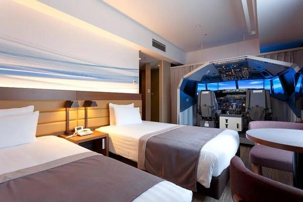 Čím se zabavit v japonském hotelu? Třeba leteckým simulátorem