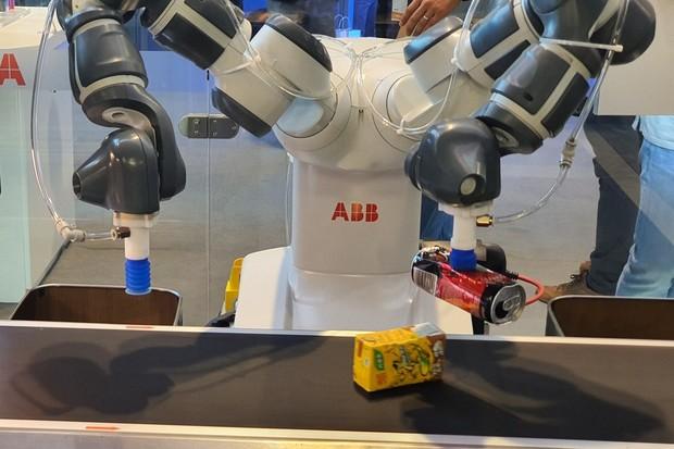 Umělá inteligence v praxi. Chytrý robot umí roztřídit i vaše smetí