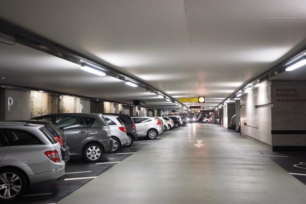 Chytrá parkoviště v Praze? Auta na nich hlídá inteligentní kamerový systém