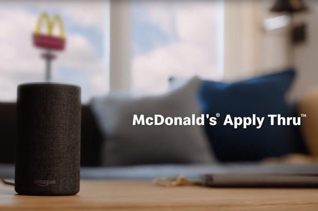 Práci u McDonalds nyní získáte i přes Alexu nebo Google Asistenta
