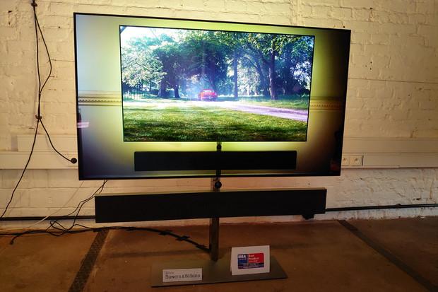 Společnost TP Vision představila nové řady OLED televizorů Philips. Byli jsme u toho
