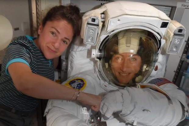 Podívejte se, jak probíhala první ženská vycházka v kosmu