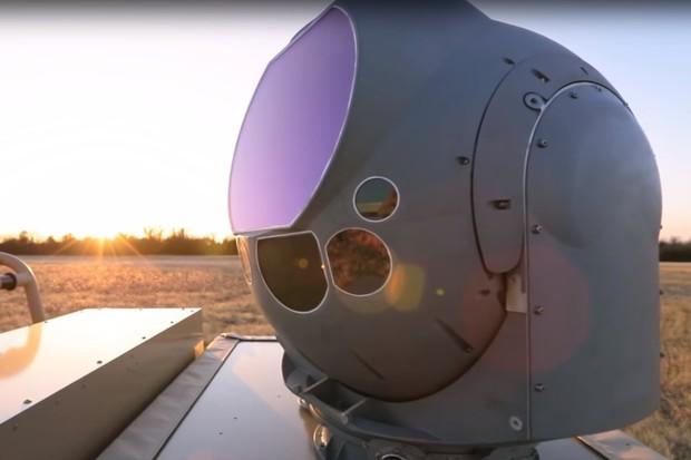 Americké letectvo může sestřelovat drony laserem