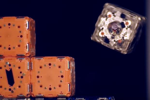 Vypadají jako kostky, ale jsou to roboti schopní spolupracovat