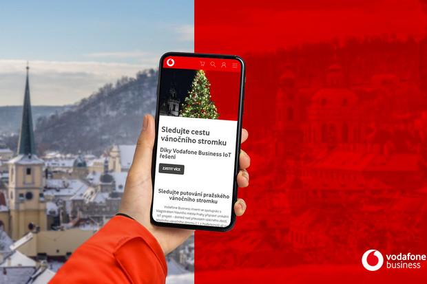 Sledujte s Vodafonem cestu vánočního stromku na Staroměstské náměstí