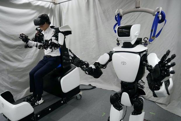 Roboti od Toyoty budou na olympiádě roznášet pití nebo sbírat náčiní