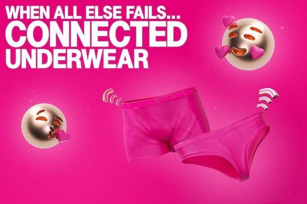 """T-Mobile prodává chytré spodní prádlo pro partnery. Má čip """"lásky"""""""