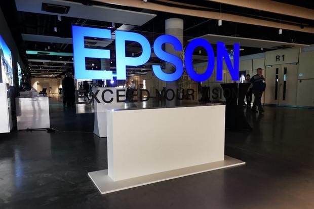 Budoucnost podle Epsonu? Tiskárna, která vyrábí papír ze skartovaných dokumentů