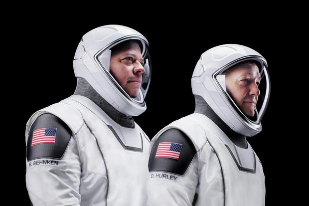 První pilotovaný let lodi Crew Dragon na ISS startuje právě dnes. Sledujte jej s námi