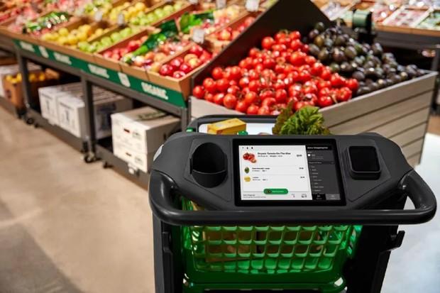 Amazon má chytrý nákupní vozík, který by mohl nahradit pokladní
