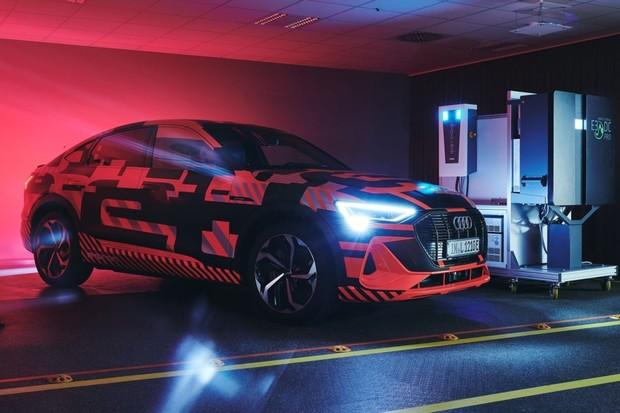 Audi se ve svém výzkumu zabývá dvousměrnou nabíjecí technikou