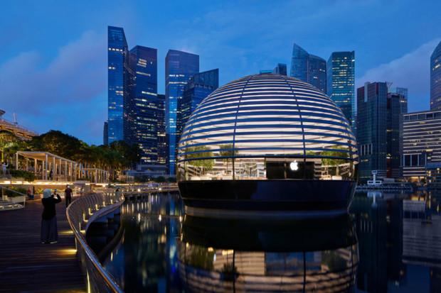 """Apple v Singapuru otevře svůj první """"plovoucí"""" obchod"""