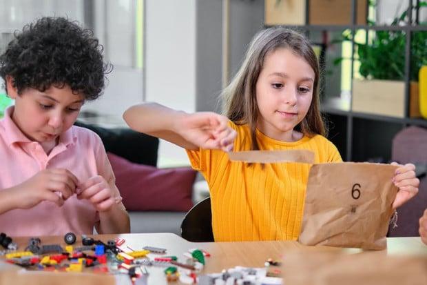 """LEGO jede na """"zelené"""" vlně. Zbavuje se plastových obalů"""