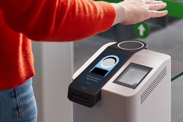 Amazon zavadí ve svých obchodech biometrické platby. Postačí dlaň