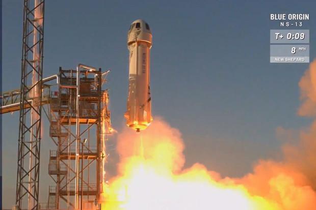 Blue Origin pošle první pasažéry do vesmíru již v dubnu
