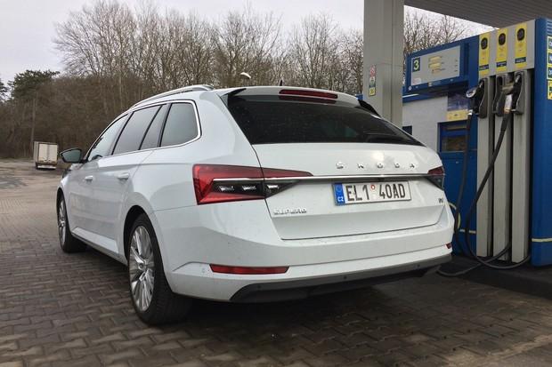 Aplikace LiLi od Raiffeisen – Leasing pozná na ulici značku auta a vypočte jeho cenu