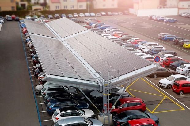 Podívejte se na fotovoltaickou elektrárnu v servisním centru společnosti Škoda Auto