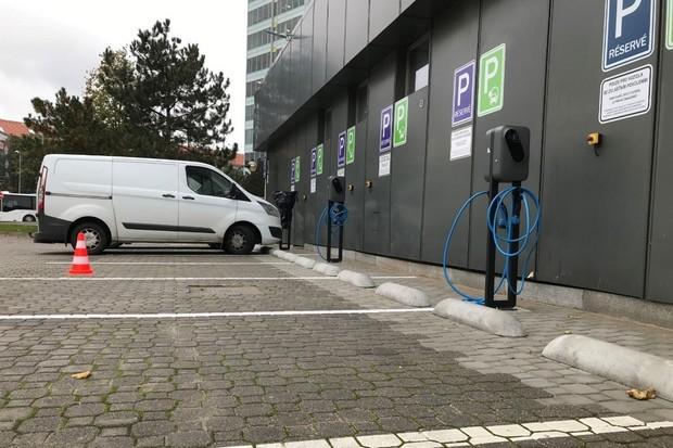 ČEZ ESCO staví na klíč elektromobilitu pro Českou spořitelnu