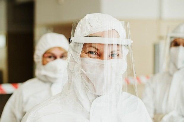 """""""Lízátkový test"""" na COVID-19 v ČR. Provedete jej sami a výsledek je do 15 minut"""