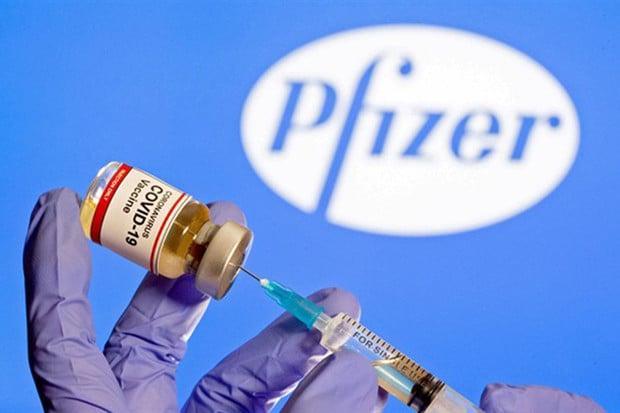 Očkování vakcínou Pfizer bude pravděpodobně vyžadovat třetí dávku