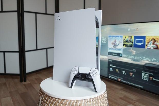 Nová digitální verze PlayStationu 5 je o 300 gramů lehčí. Proč, zůstává záhadou
