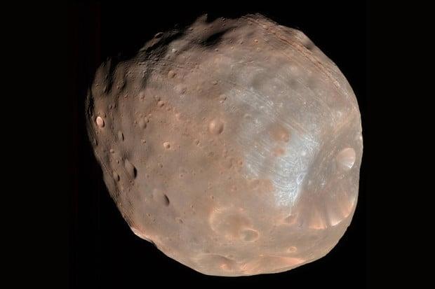 Co odhalí povrch Fobosu o Marsu?