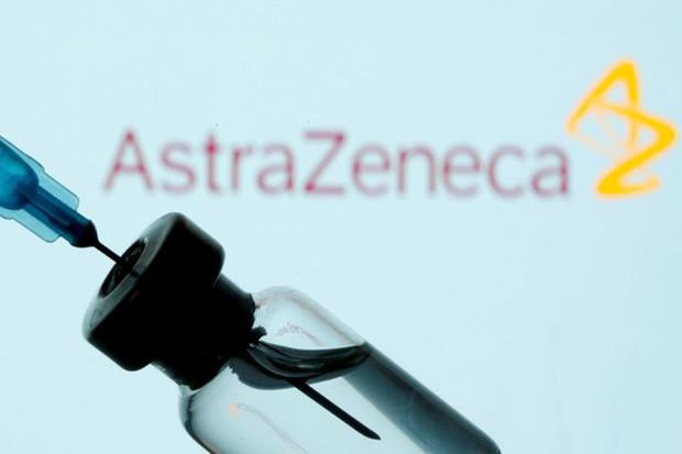 Vakcínu AstraZeneca by neměli dostávat ani lidé starší 60 let