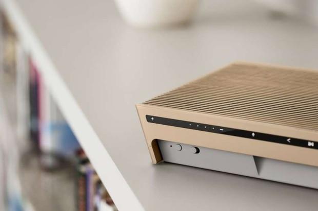 Beosound Level od Bang & Olufsen je reproduktor s uživatelsky vyměnitelnou baterií