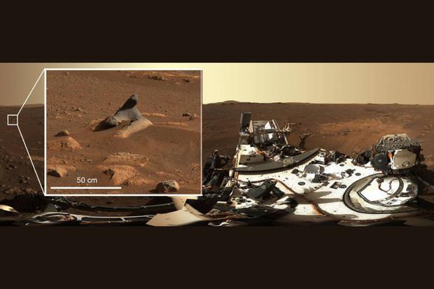 Kamery z roveru Perseverance nám poskytly panoramatický snímek Marsu